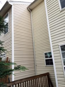 Low pressure washing of green moldy siding in Greenvill South Carolina and Simpsonville Five Forks Pressure washing